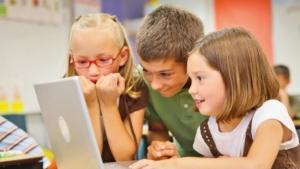 djeca_čitanje_bojanka_priče_pametna_djeca_inteligencija